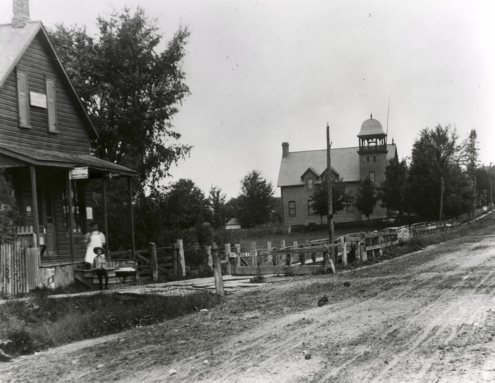 At right in this 1897 photo is Brown (Willowdale) School (1892-1963), a later school, on the west side of Yonge St., looking north from Park Home Ave. (Photo courtesy Toronto Public Library)