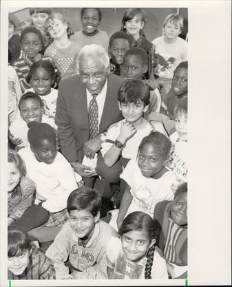 Herb Carnegie, in 1987, poses with Flemington Public School students participating in his Future ACES, a program on the fundamentals of living. - Jim Russell/Toronto Star file photo