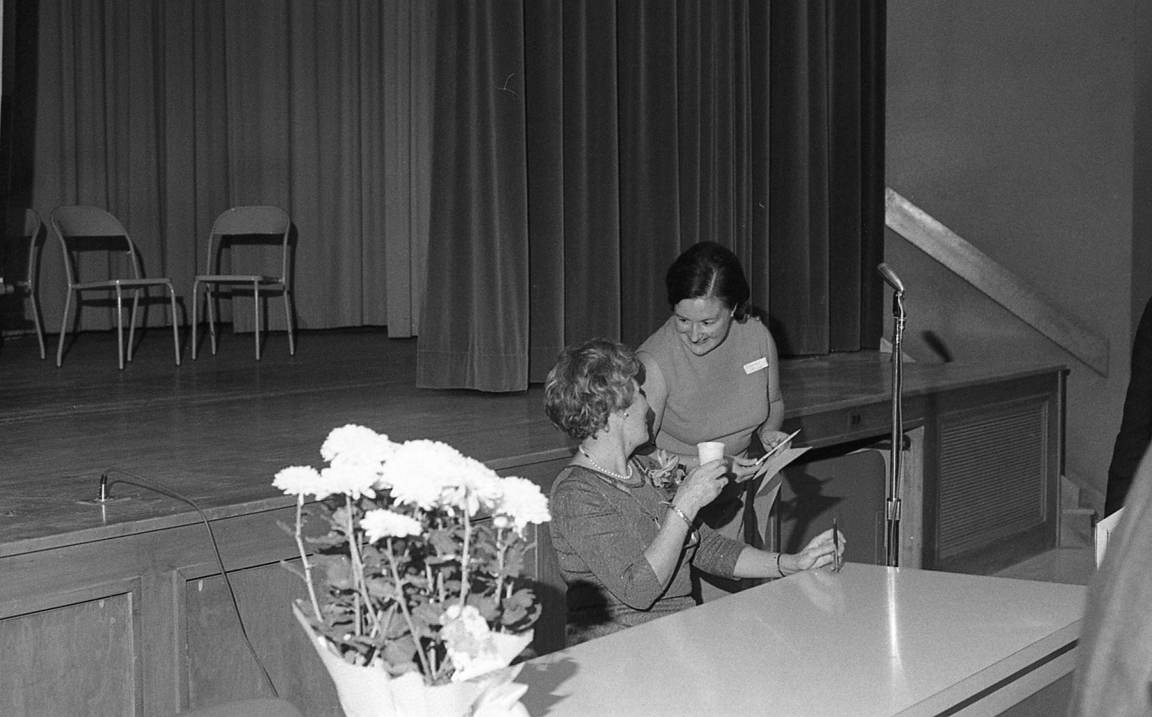 Patricia Hart, seated, and unknown woman (Photo: Bill Chambers)