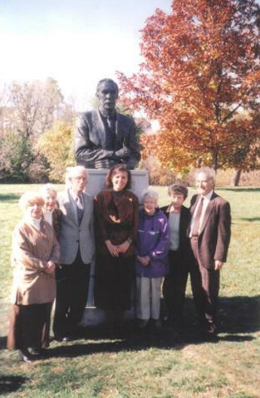 Adrienne Alison (centre) at the 2000 unveiling of her C.W. Jefferys sculpture, with Penny Potter, Donalda & Louis Badone, Barbara Kane, and Edith & Geoff Geduld (Photo: NYHS)